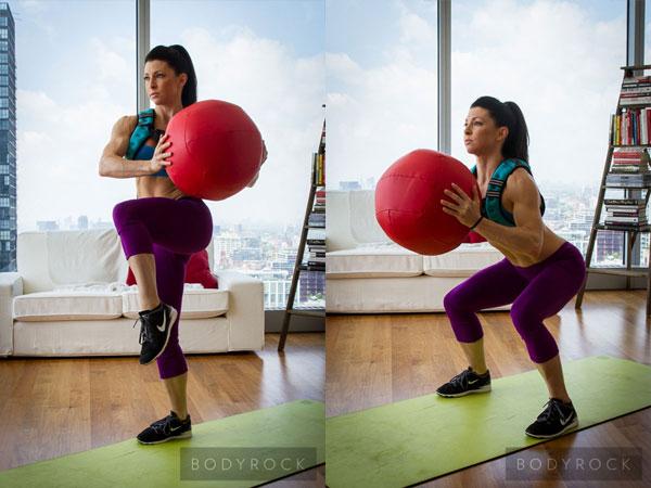 2 поворота туловища с мячом и поднятием колен + Прыжок
